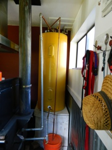 Hot water storage tank using thermosiphon and gravity. The storage tank is an old electric hot water heater converted to our purpose.